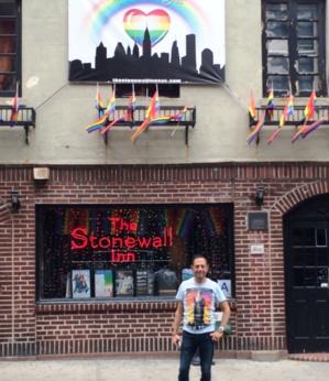 A New-York, devant le Stonewall, symbole de lutte de l'égalité