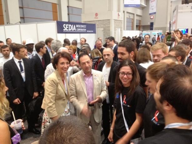 Visite de la Ministre de la Santé, sur le Stand France AIDS 2012