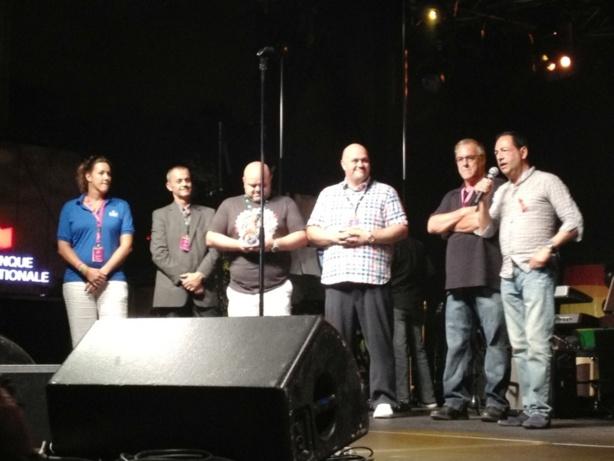 Au Canada, Jean-Luc Romero reçoit le prix Claude tourangeau, pour son combat contre le sida et la sérophobie.