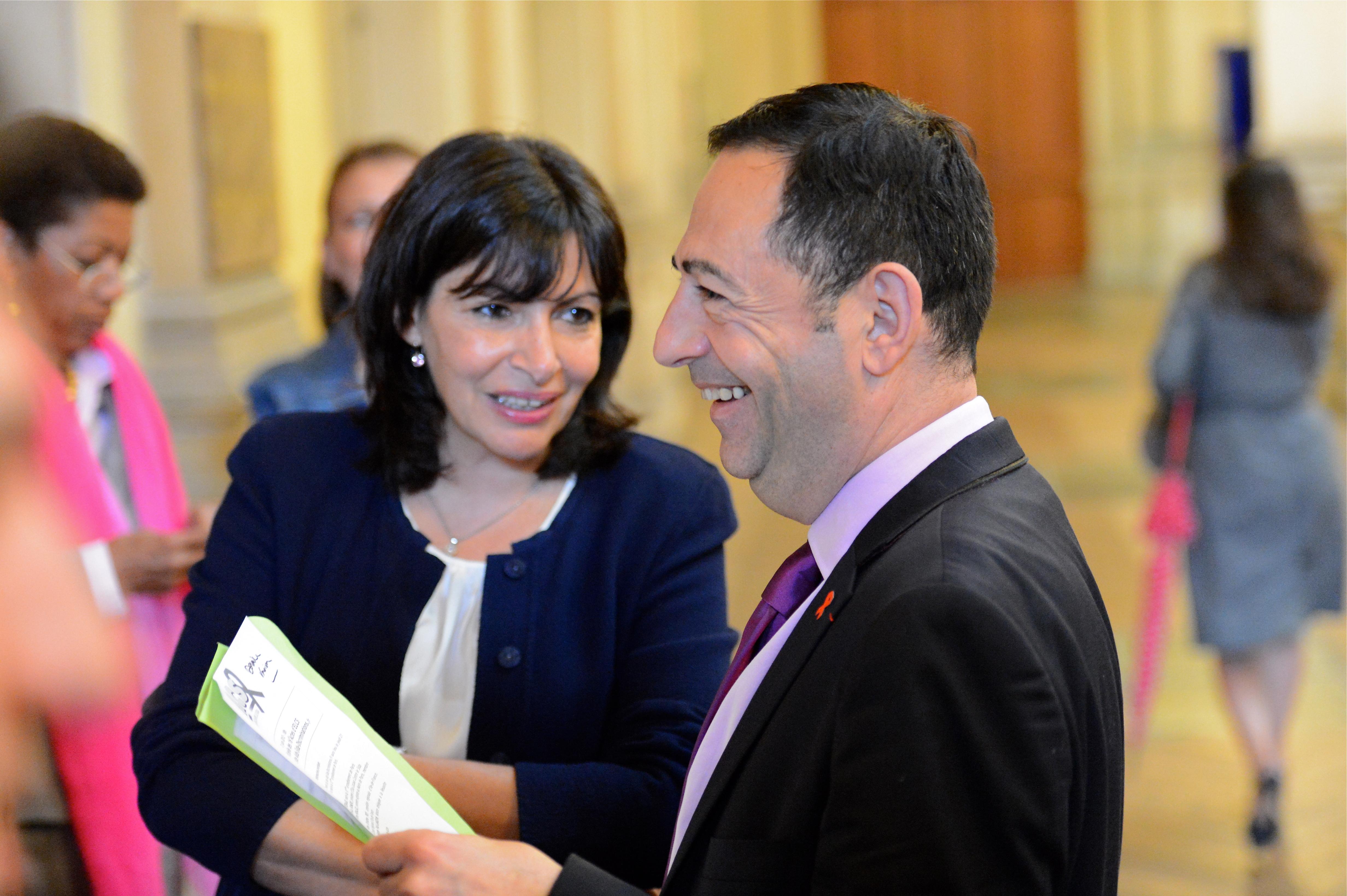 Hidalgo présente les personnalités d'ouverture de ses listes à Paris, avec Jean-Luc Romero dans le 12e- Le Monde